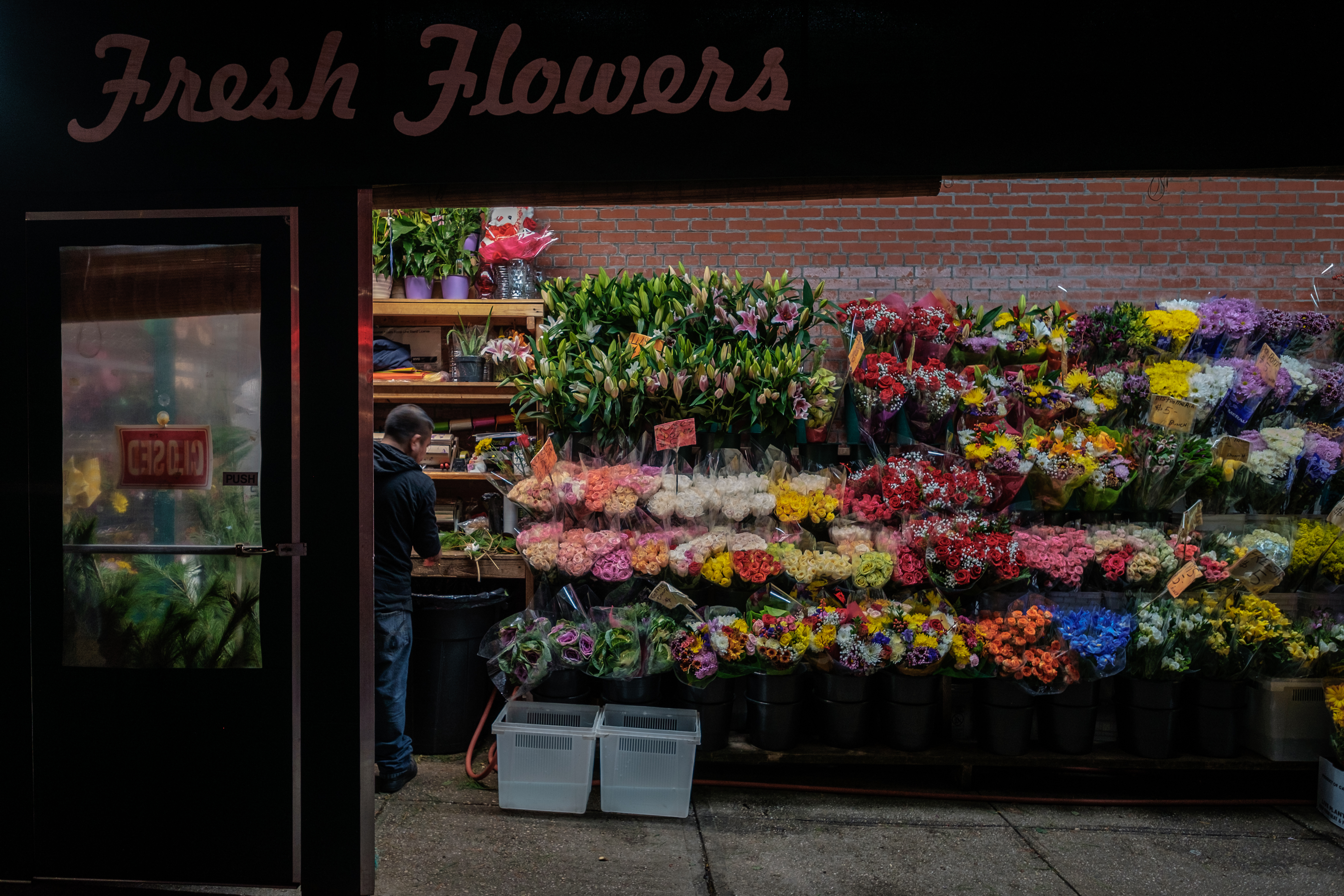 cobble-hill-flower-stand-night-color-photography