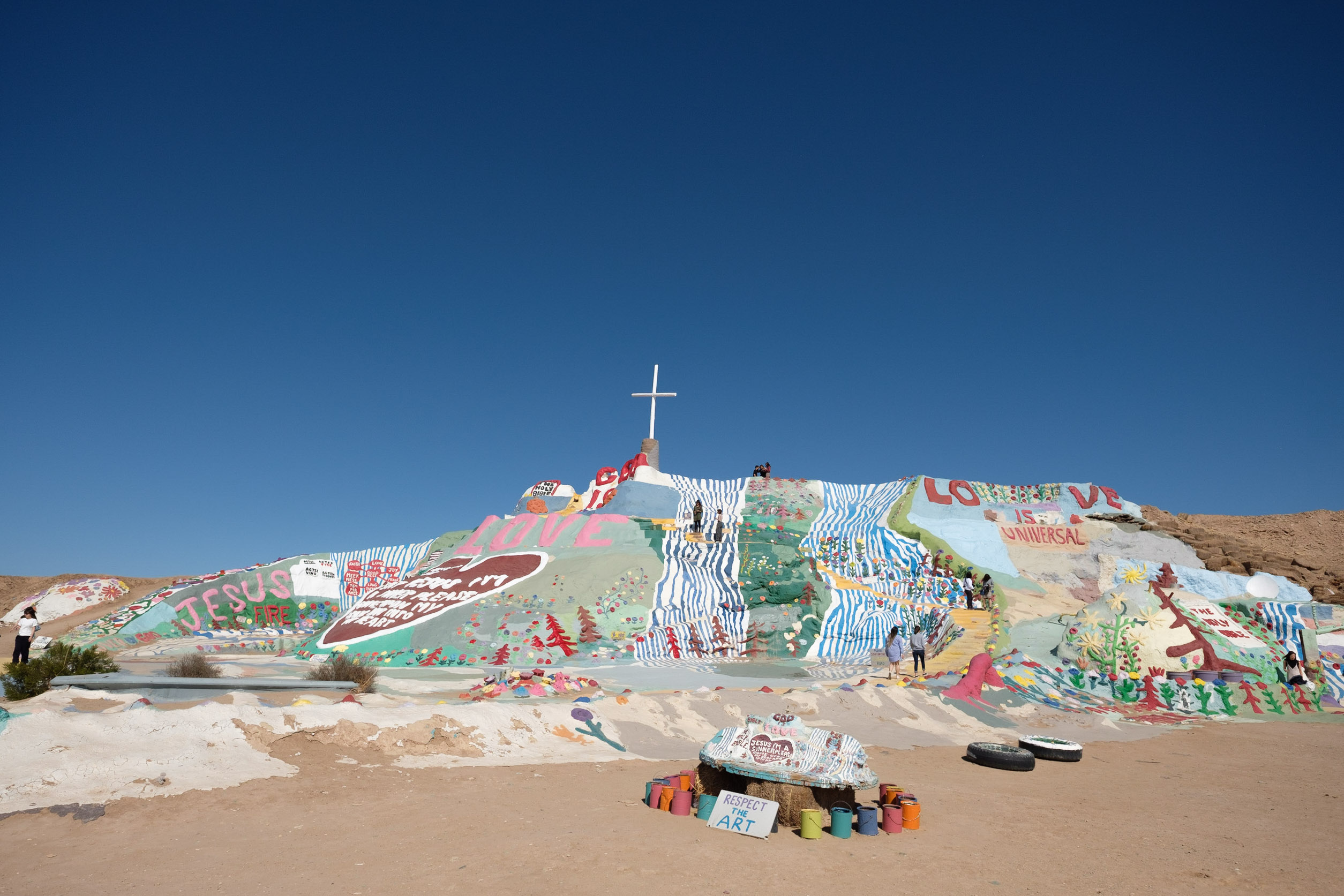 salvation-mountain-color-photography-zach-barocas